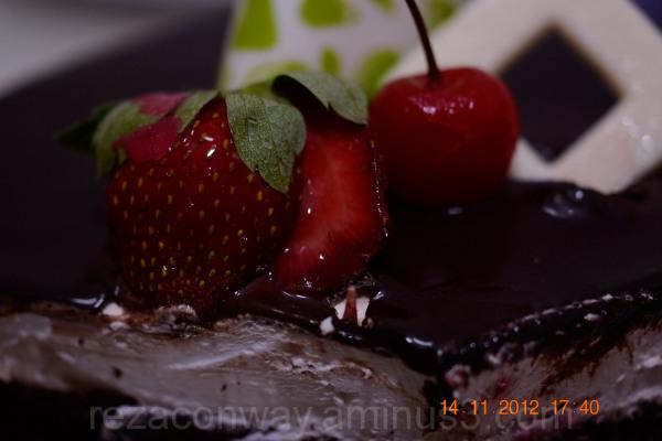 Strawberry & Cherry on travele cake