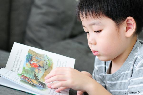 Kids portrait reading