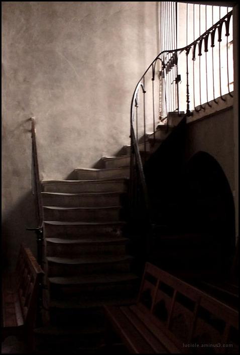 Escaliers dans une église