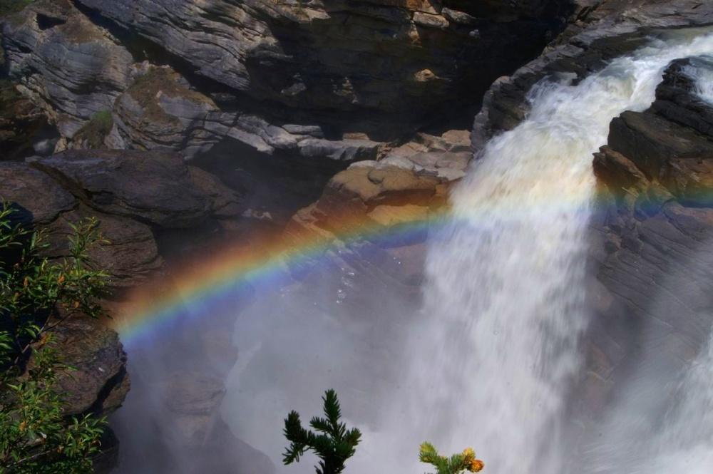 Regenboog in waterval