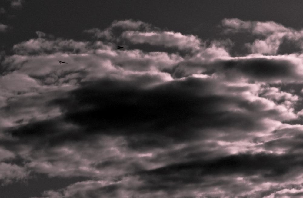 Aviones entre nubes