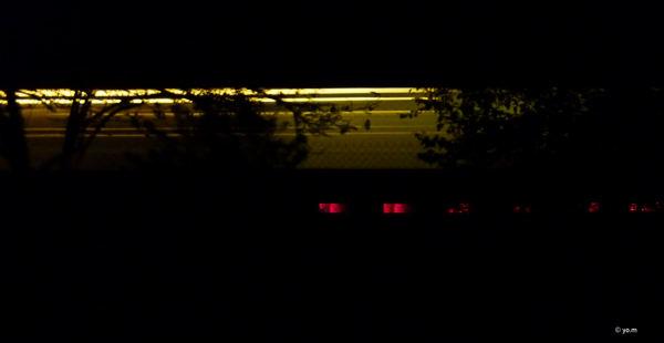Un train dans la nuit