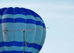 ... Le râteau, le ballon et l'avion ...