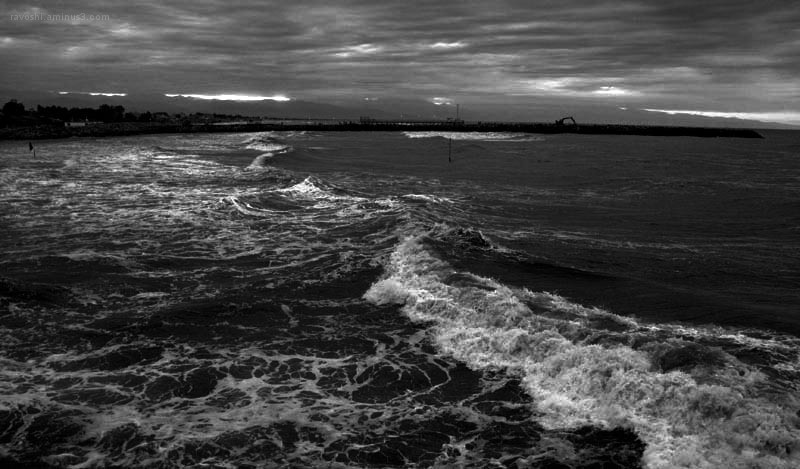 beachcomber, sea, waves, dark, b/w