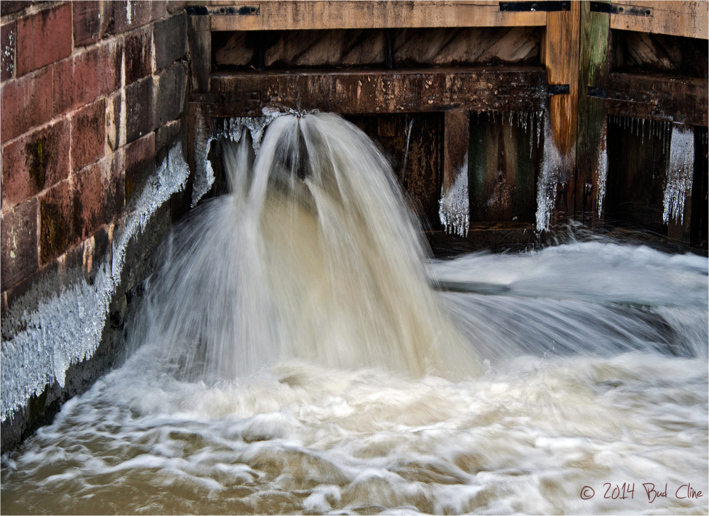 Water through wicket at Lock 22