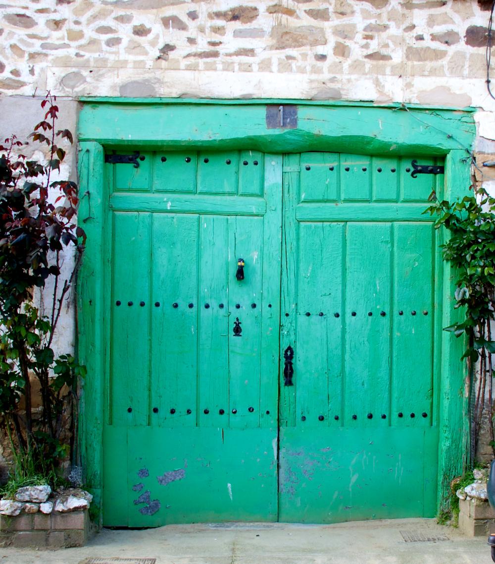 Green door on Camilino near Rabanal, Spain