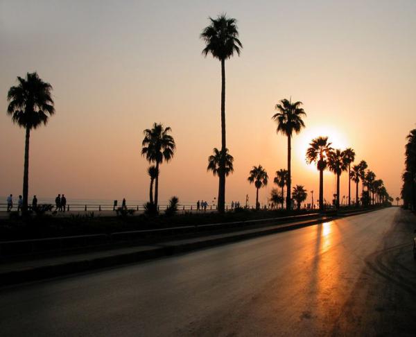 Une route vers le soleil