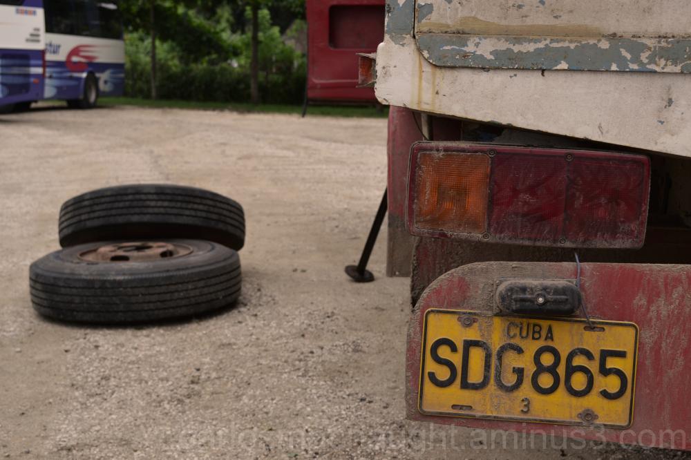 tire change in Matanzas, Cuba.