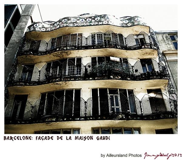 Barcelone: façade de la maison Gaudi