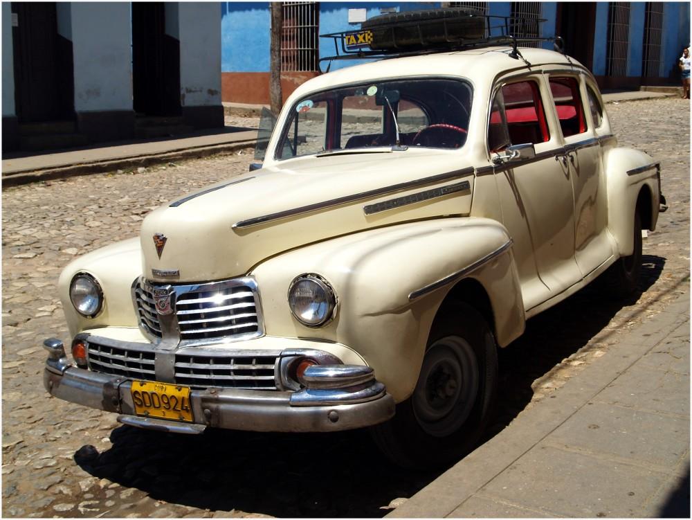 Dans la rue de Trinidad, Berline Ford Lincoln 1946