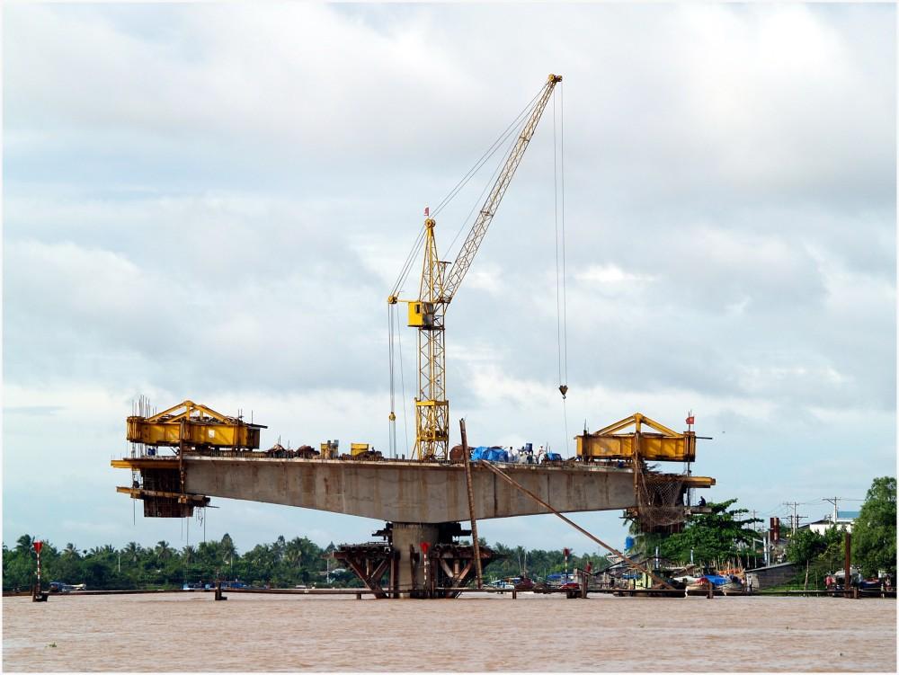 Vietnam, construction d'un pont sur le Mékong