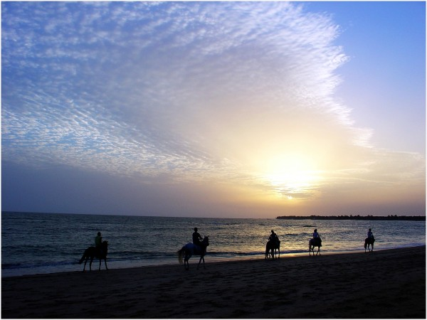 Couché de soleil sur la plage de Saly au Sénégal
