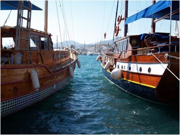 Voilier traditionnel Turc, en bois vernis.