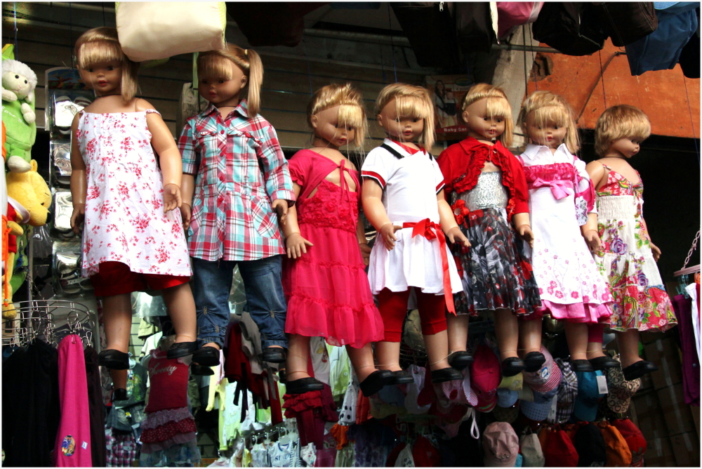 Mannequins originaux dans la médina de Marrakech