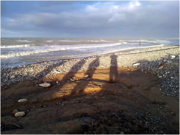 Jeu d'ombre au soleil couchant sur la plage