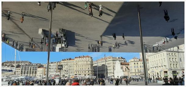 Curiosité moderne du vieux port de Marseille