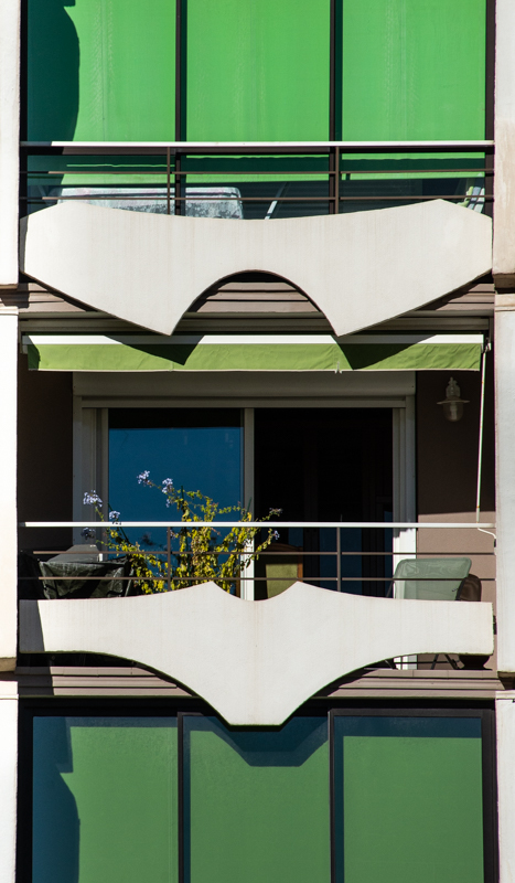 "Balcon appelé ""Bikini"" immeuble La Pyramide"