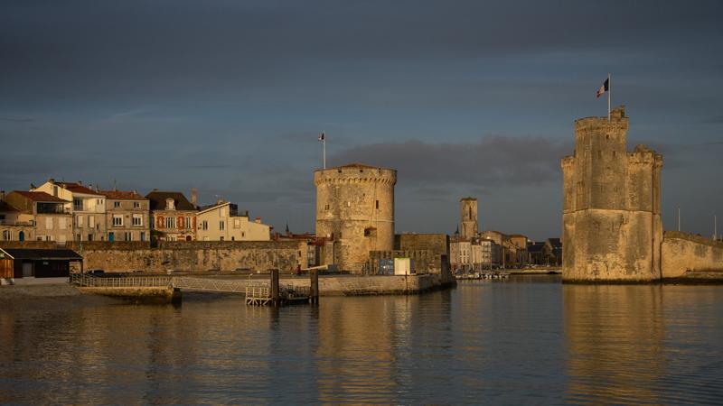 La Rochelle et ses tours sous la lumière
