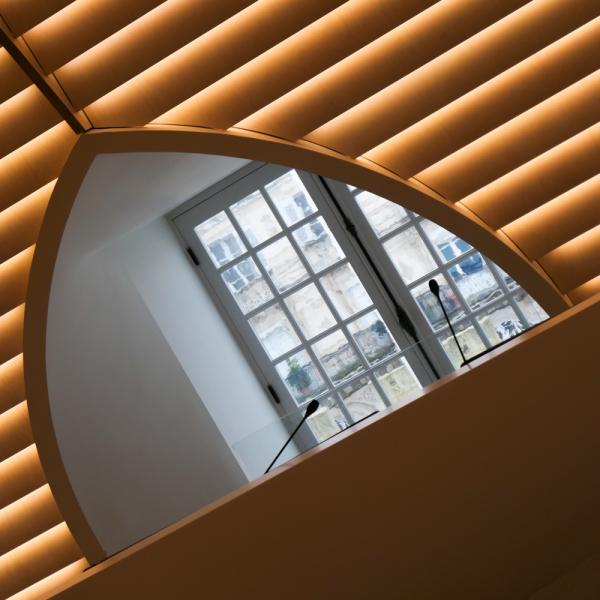 Fenêtre avec vue de l' Hôtel de Ville La Rochelle