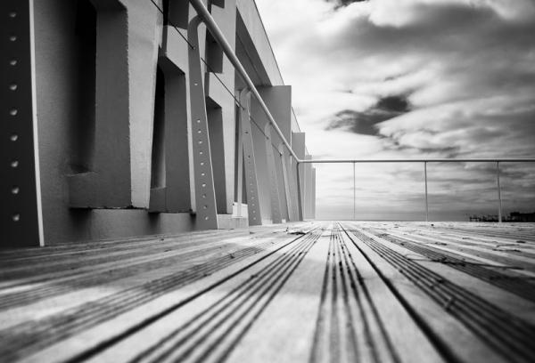 Terrasse en quête de tables et chaises