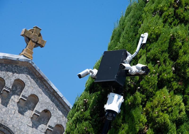 Jeu de croix dans un village du Lubéron