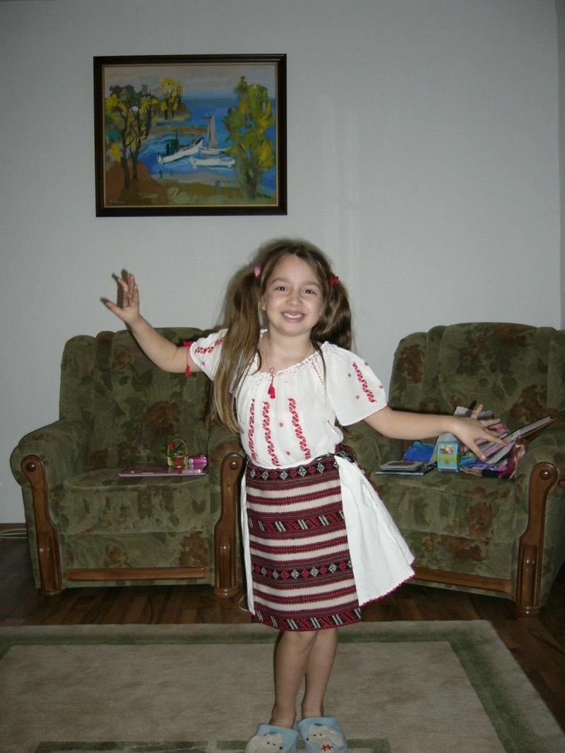 Emilia in costum popular