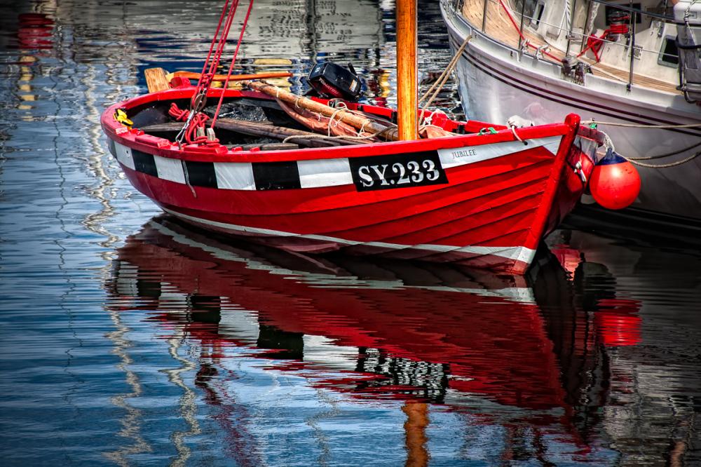 Red Boat Shimmer