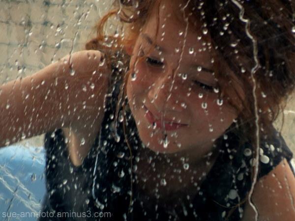 fillette dans sa bulle  -  bubblle girl