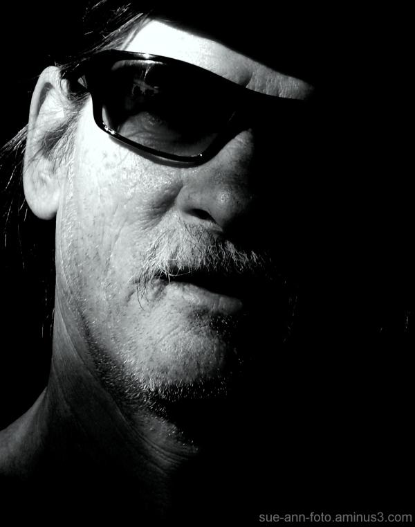 homme dans l'ombre -  man in  shadow