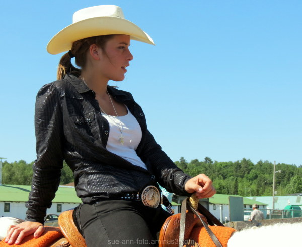 horse cowgirl competition