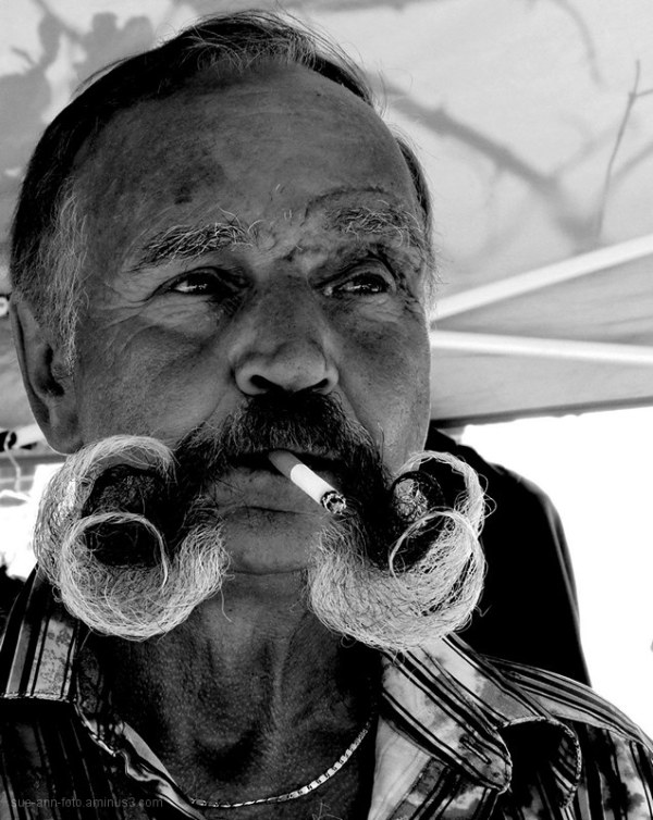 homme moustache monsieur-moustache