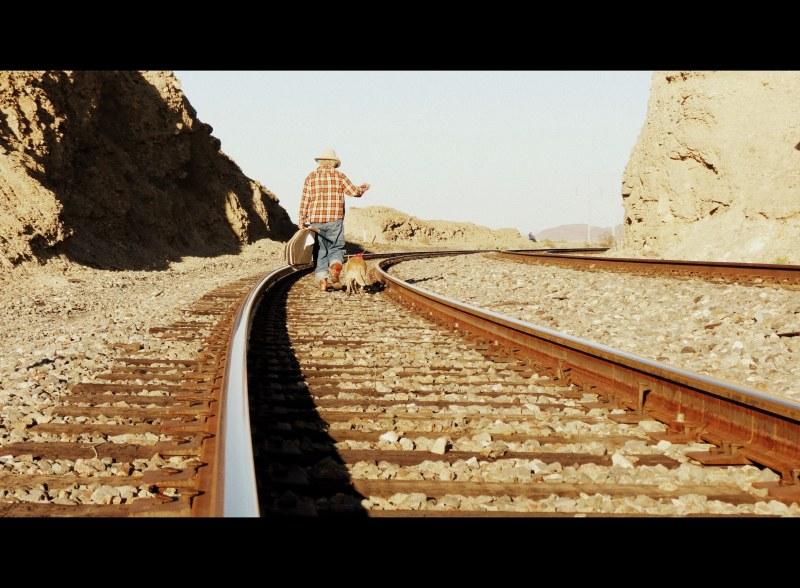 vagabond sur les rails-hobo on the railroad tracks