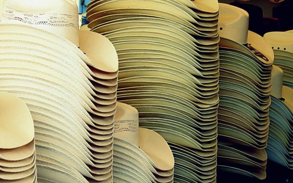 chapeaux du sud-ouest Américain - stack  of hats