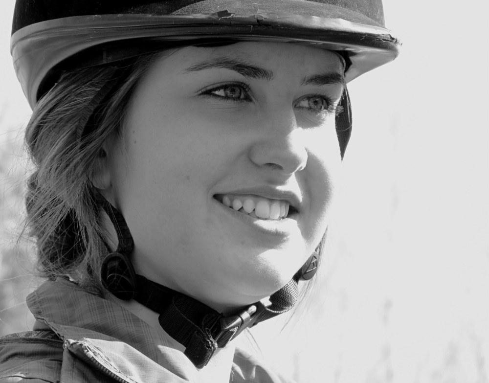 Audrey la cavalière souriante