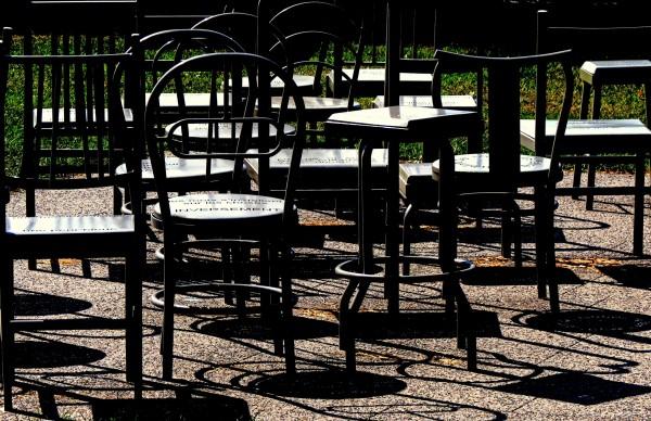 les chaises et leurs ombres - the chairs & shadows