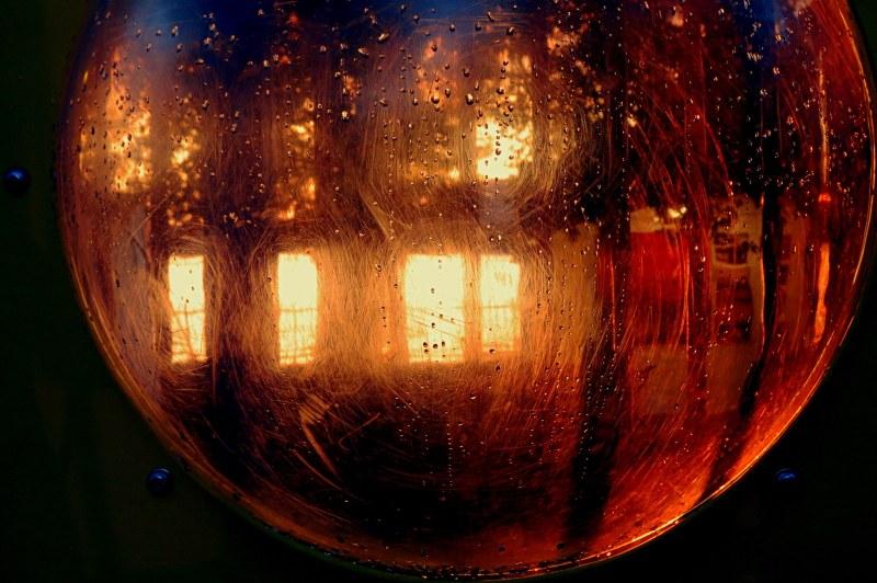 boule de lumières - lights in a globe