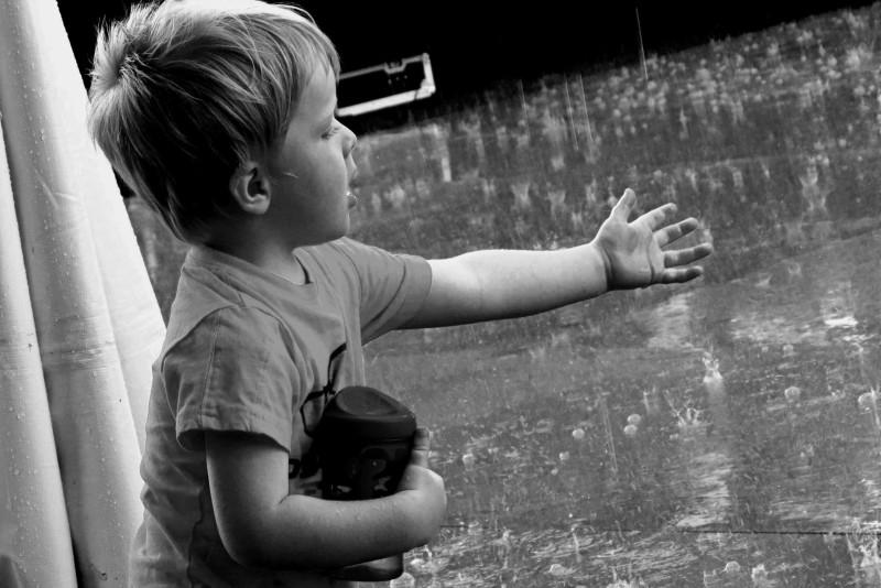 il pleut maman... - mom, it's raining...