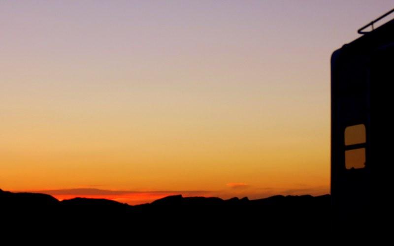 coucher de soleil sur ma caravane