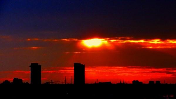 deux tours au coucher de soleil