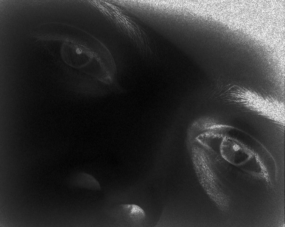 les yeux dans le noir