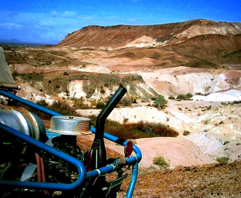 buggy et paysage de désert