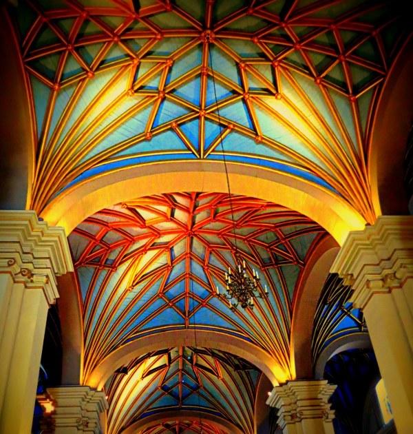 le plafond de la cathédrale au Pérou
