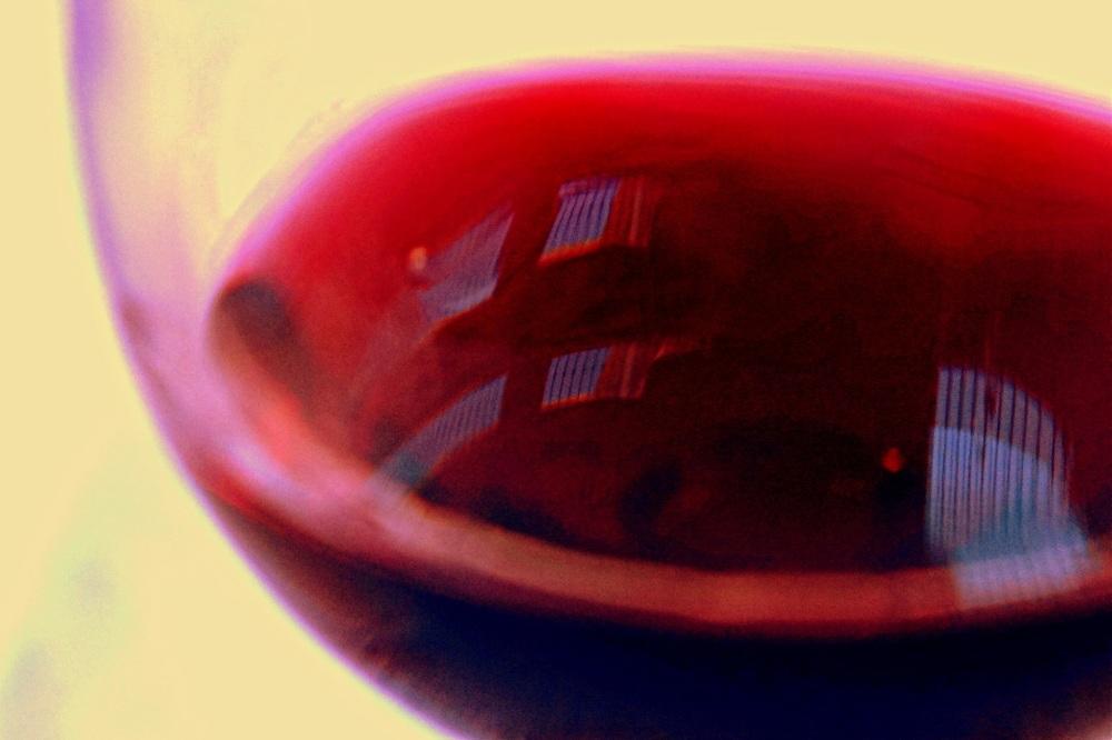 dans un verre de vin rouge