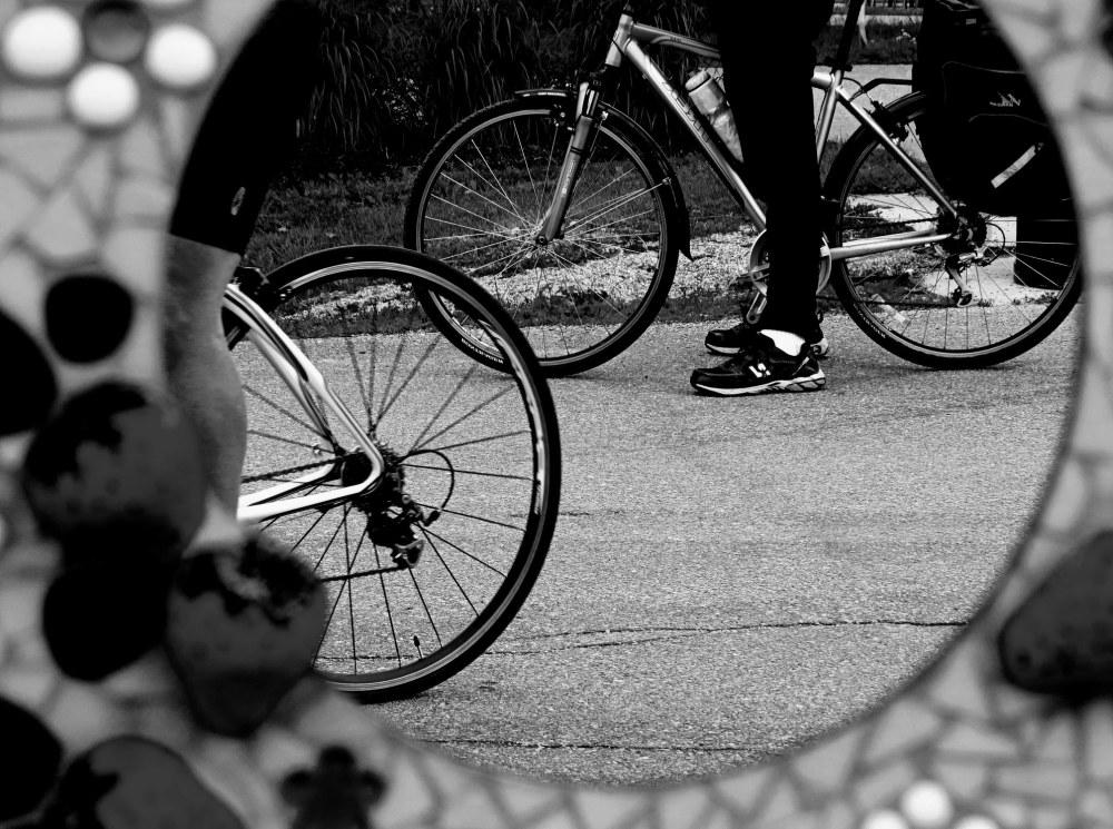 je vélosse, tu véllosses, nous vélossons