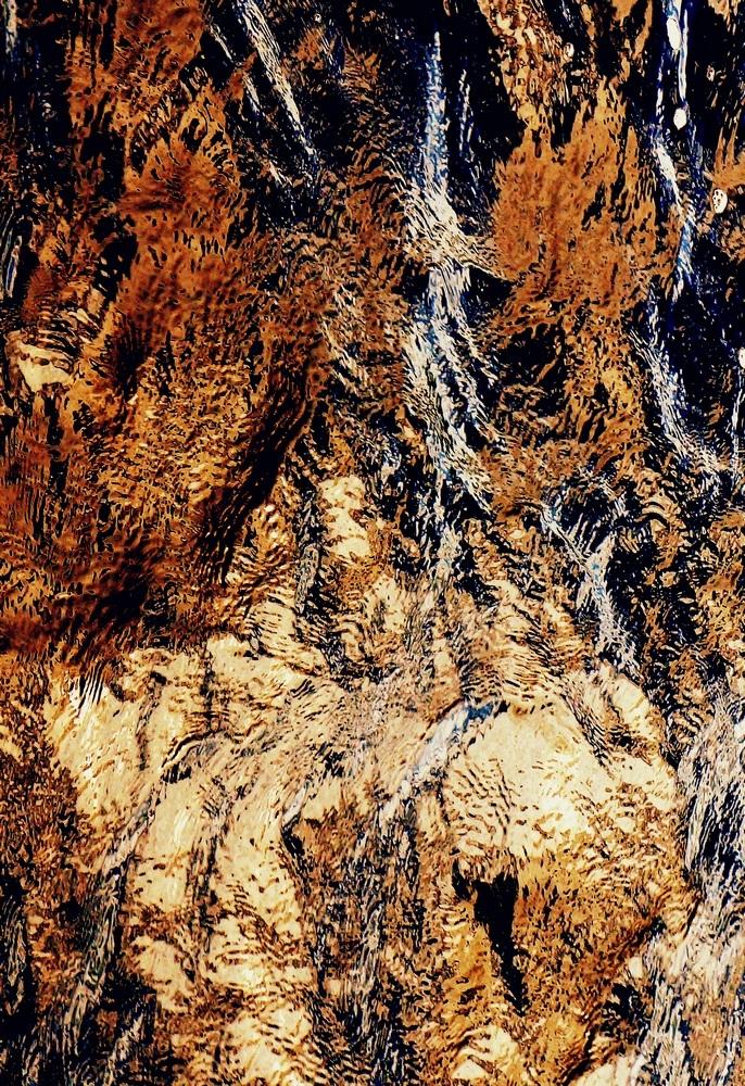 la cascade sur les rochers