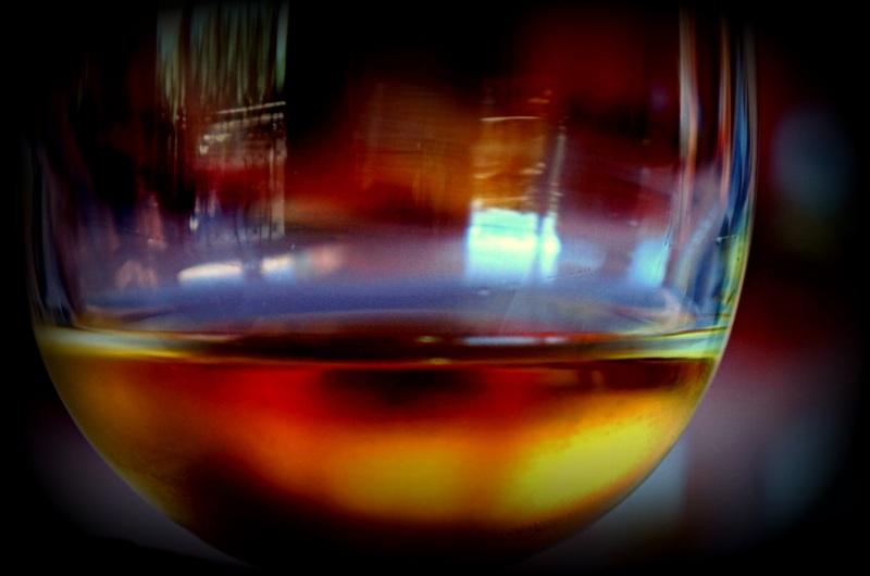 through a glass of wine. Bonne année 2017 à tous.