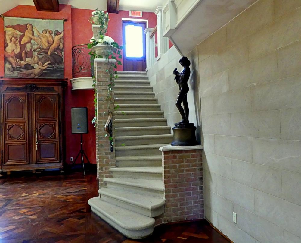 escalier menant à la salle de réception vignoble