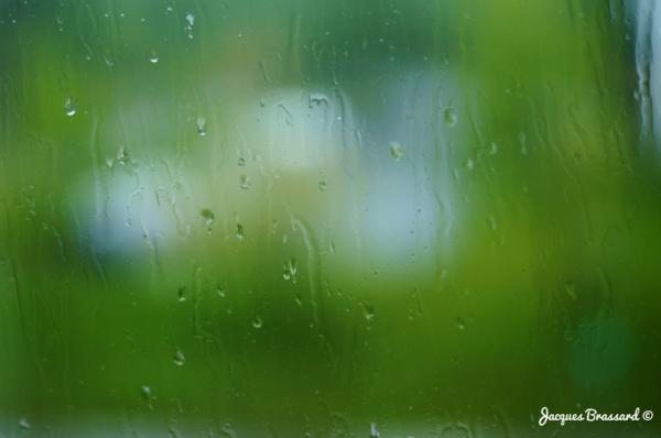 De la pluie sur ma fenêtre