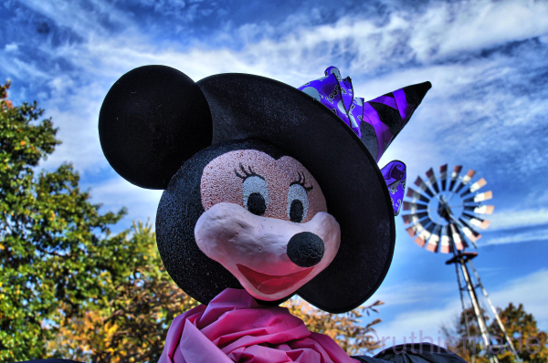 Minnie MOuse Scarecrow