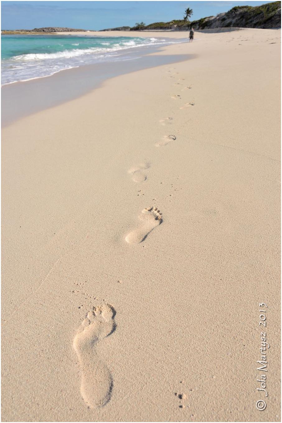 foot prints, beach